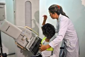 Exemplificação do uso do mamógrafo (1)
